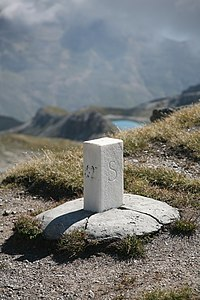 CH boundary stone Fuorcla Sesvenna 1.jpg