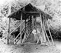COLLECTIE TROPENMUSEUM Een overdekte brug van bamboe bij Soekaboemi West-Java TMnr 10007471.jpg