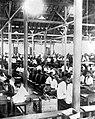 COLLECTIE TROPENMUSEUM Sigarenmakerij in de sigarenfabriek te Magelang van Ko Kwat TMnr 10011724.jpg