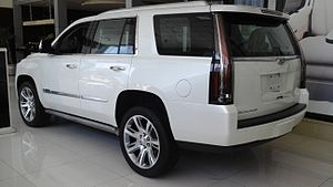 Cadillac Escalade IV 02 China 2016-04-19.jpg