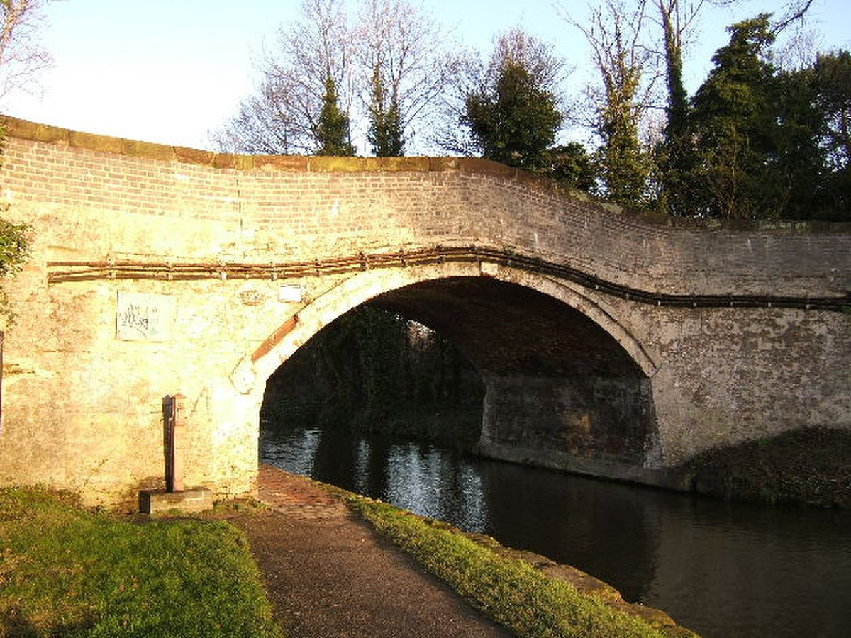 Canal Bridge No. 122 - geograph.org.uk - 653589.jpg