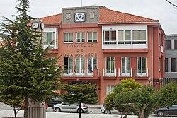 Casa do concello de Oza dos Ríos - Galiza.jpg