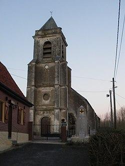 Caumont (62) - Eglise et monument aux morts.JPG