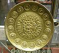 CdM, patera di rennes, oror decorato da monete imperiali da adriano a geta, al centro medaglione con bacco e ercole, metà III sec. dc..JPG