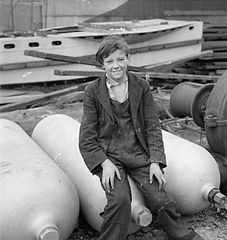 Cecil Beaton Photographs- Tyneside Shipyards, 1943 DB151.jpg