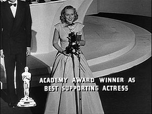 Celeste Holm - Accepting her Academy Award for Gentleman's Agreement (1947)