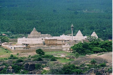 Chandragiri hill temple complex at Shravanabelagola.jpg