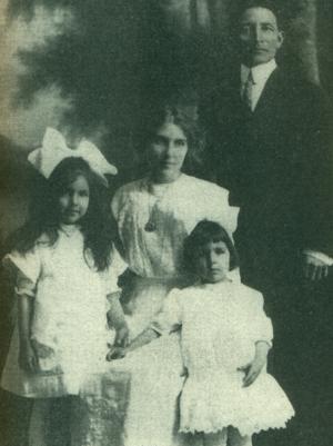 Rosebud Yellow Robe - Chauncey Yellow Robe and family, 1915
