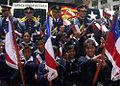 Chile conmemoró sus 201 años de Independencia con la colocación de ofrendas florales en la Plaza Chile (6163977971).jpg