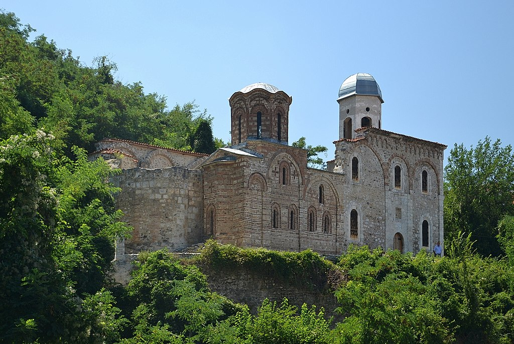 Византијаска архитектура 1024px-Church_of_the_Holy_Saviour%2C_Prizren_%28by_Pudelek%29
