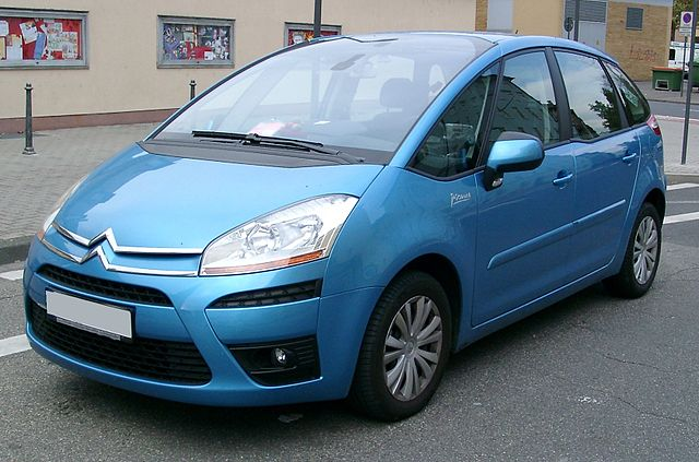https://upload.wikimedia.org/wikipedia/commons/thumb/a/a4/Citroen_C4_Picasso_front_20071025.jpg/640px-Citroen_C4_Picasso_front_20071025.jpg