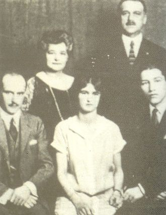 Claire Giannini Hoffman - Claire Giannini (c. 1920) in center with parents and brothers Lawrence and Virgil