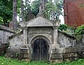 Cmentarz Łyczakowski we Lwowie - Lychakiv Cemetery in Lviv - Tomb of Mozer Family - panoramio.jpg