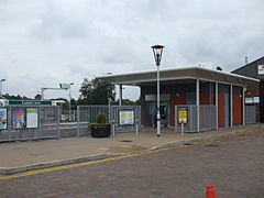 Coulsdon Town station building.jpg