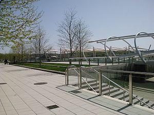 The Yards (Washington, D.C.) - Image: DC Yards park and bridge