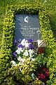 DD-Kath-Friedhof-Grab-Würstl.jpg