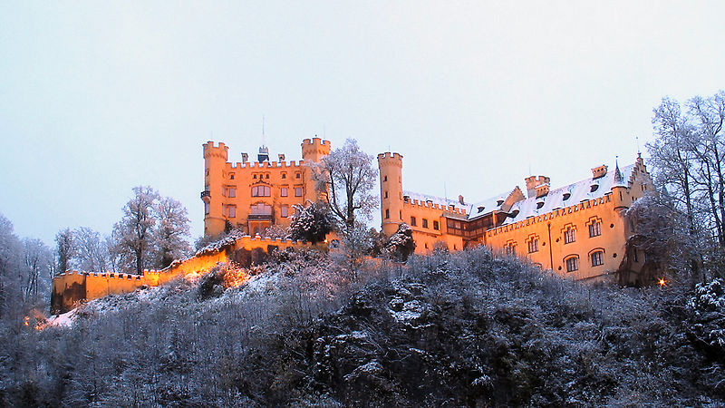 Datei:DE Bavaria Hohenschwangau castle Nov.jpg