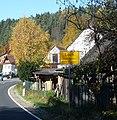 Das Dorf Loch hat seinen Namen hat von einem Scheunentor großem Loch im Felsen. - panoramio.jpg