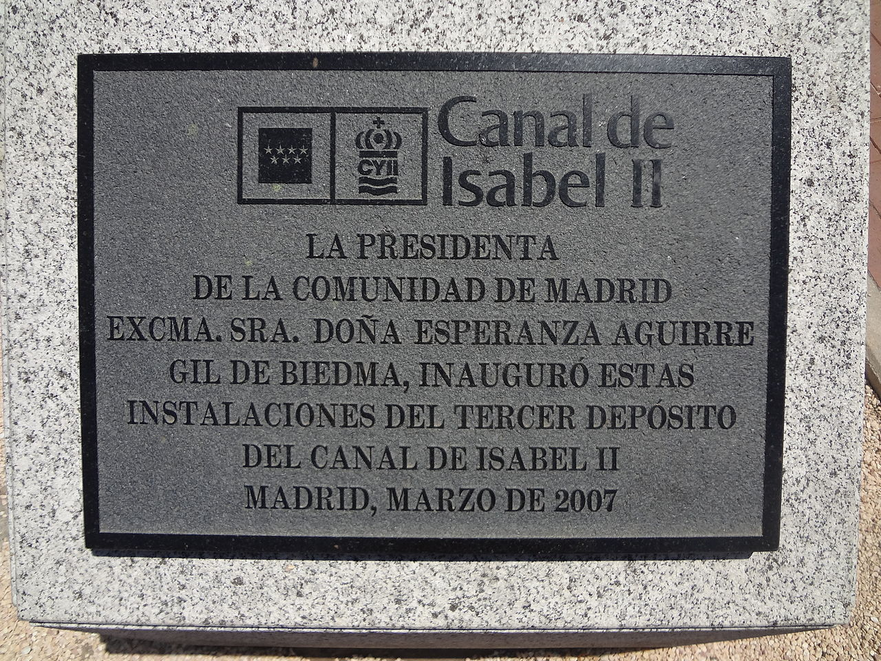 File dedication sign for the canal de isabel ii park for Oficinas canal isabel ii madrid