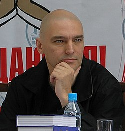 Derzhavin at Nu, pogodi! press conference.jpg