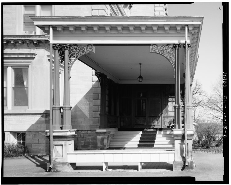 File:Detail view of porte cochere, looking N. (Ceronie) - Rock Island Arsenal, Building No. 1, Gillespie Avenue between Terrace Drive and Hedge Lane, Rock Island, Rock Island County HABS ILL,81-ROCIL,3-1-6.tif