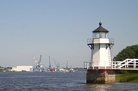 Doubling Point Light with Bath Iron Works.JPG