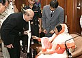 "Dr. K.H. Sancheti of Sancheti hospital Pune showing the "" INDUS KNEE "" an indigenous knee implant developed by him to the President, Smt. Pratibha Devisingh Patil at Rashtrapati Bhavan in New Delhi on November 16, 2007.jpg"