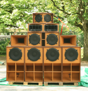 Sound system (Jamaican) - A soundsystem with four subs, two kick bins, two mid-tops and one high.