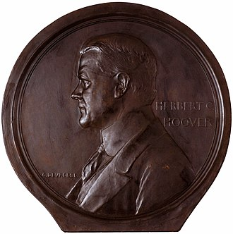 Herbert Hoover - Medal depicting Herbert Hoover by Devreese Godefroi.