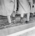 ETH-BIB-Verbrecher mit Fussfessel vor dem Hohen Gerichtshof-Abessinienflug 1934-LBS MH02-22-0646.tif