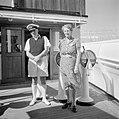 Een scheepsofficier en een vrouw aan boord van een schip in Ataka, Bestanddeelnr 255-6892.jpg