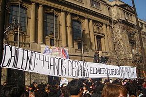 Español: Cartel durante la marcha estudiantil ...