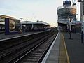 Elephant & Castle mainline stn Thameslink platforms look south.JPG