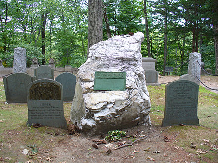 Emerson's grave in Sleepy Hollow Cemetery, Concord Emersons grave.jpg