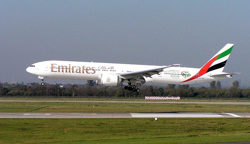تعريف بالطائرة 800px-Emirates_B777-300ER_A6-EBD.jpg