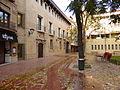 En la ciudad de Zaragoza (España), plaza de Santa Cruz, en el casco antiguo, en otoño.JPG