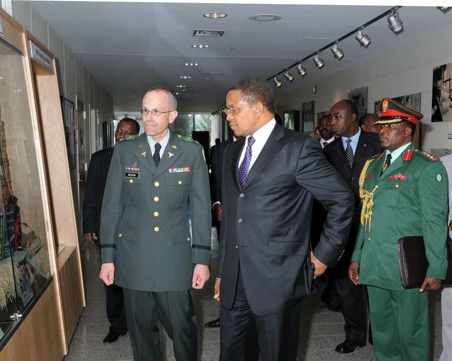 Enhancing HIV Medical Research in Tanzania - Kikwete at WRAIR - U.S Army Africa - 091005