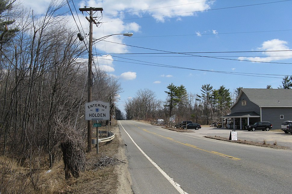 Entering Holden eastbound on MA Route 122A, MA