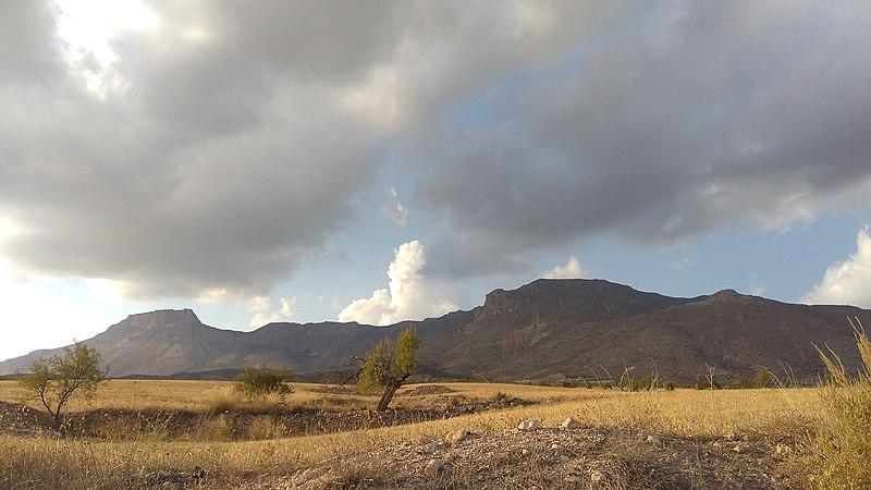 File:Entorno del castillo de Xiquena.jpg