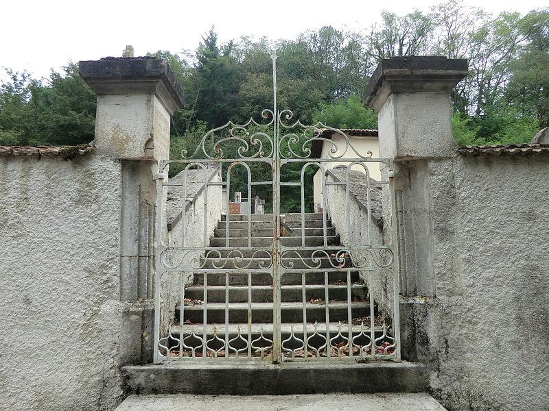 Entrée du cimetière de Sainte-Croix (Ain).