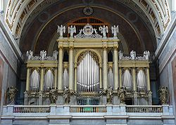 Esztergom basilica organ Hungary.jpg