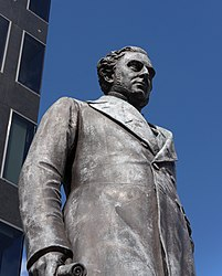 Euston station MMB A9 Statue of Robert Stephenson.jpg