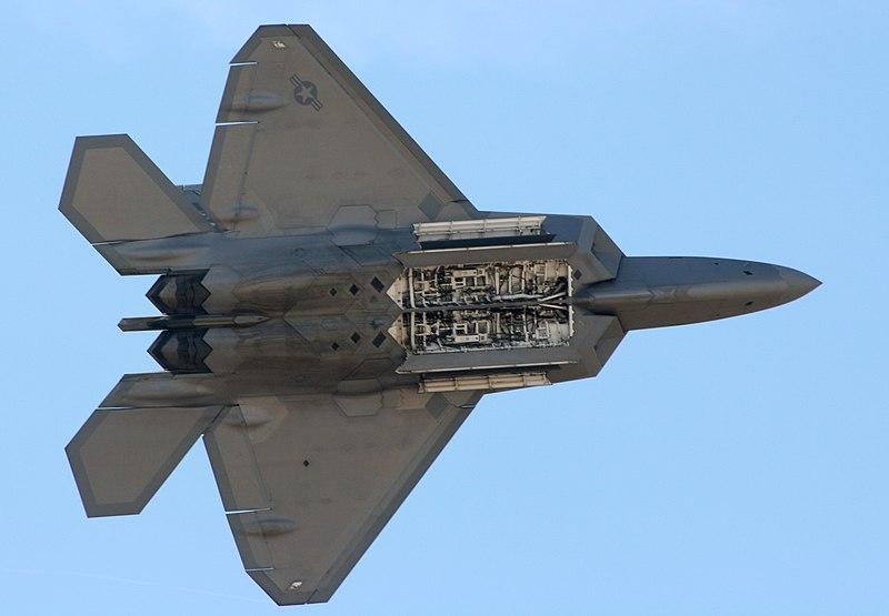 800px-F-22_Raptor_Internal_Weapons_Bay.jpg