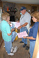 FEMA - 30604 - FEMA workers handing out flyers inside a Missouri home.jpg