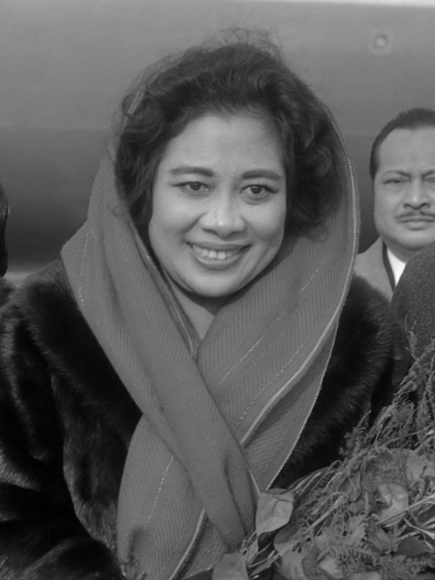 Fatmawati Soekarno (1966)