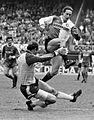 Feyenoord tegen AZ'67 5-2; Johan Cruyff springt over doelman Treytel.jpg