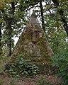 Finkenhof Grabpyramide Helmstatt 2012 09 22.jpg