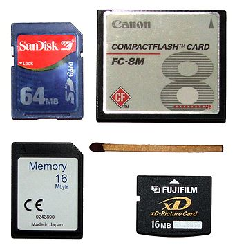 Size comparison of various flash cards: SD, CompactFlash, MMC, xD Flash memory cards size.jpg