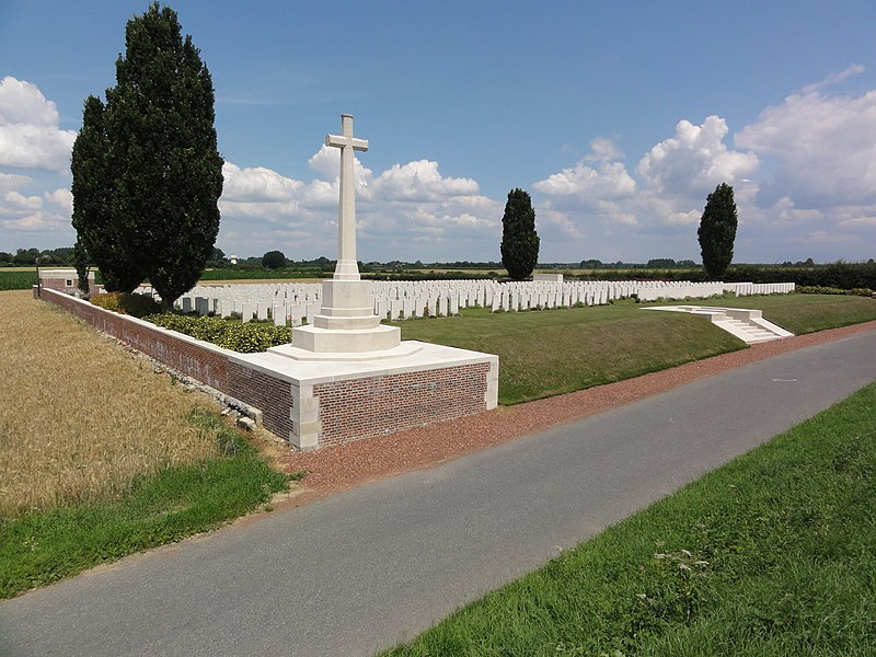 Fontaine-aux-Bois (Nord, Fr) Cross Roads Cemetery CWGC