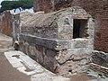 Fontaine couverte à Ostie.jpg